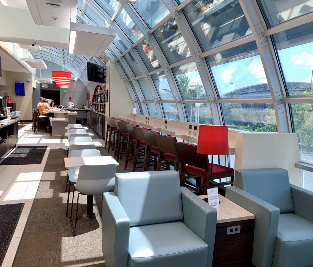 Wingtips Lounge STL